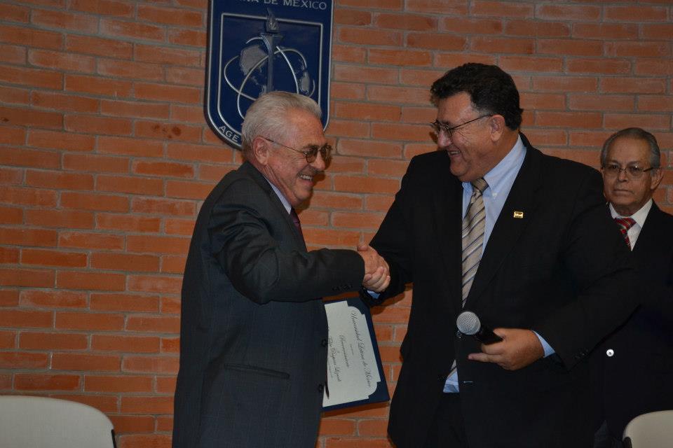 Universidad Latina de Mexico - RECONOCIMIENTO AL LIC. FELIPE PESQUERA